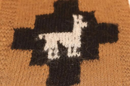 Handgemachter Alpaka Schal, Motiv Lama, braun, nah