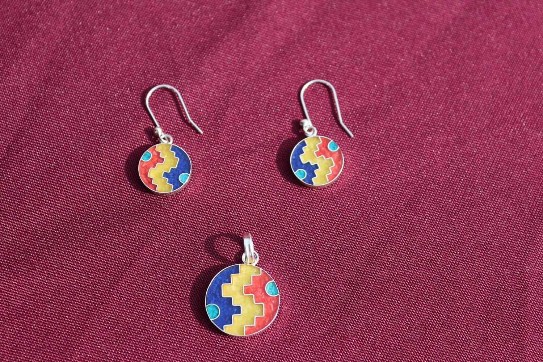 Set Silber-Ohrringe mit Anhänger Ying Yang