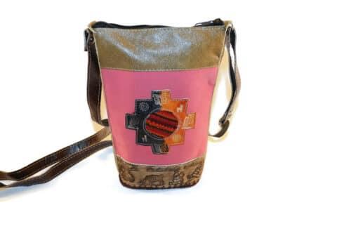Umhängetasche Leder, Andenkreuz, Vorderseite, rosa