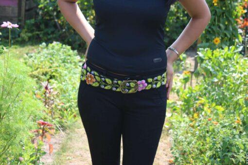 Bestickter Gürtel Garten