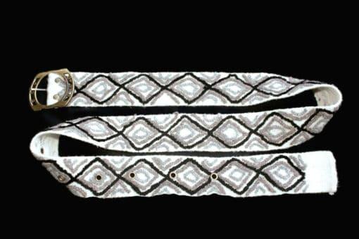 Bestickter Gürtel Karo, weiß grau