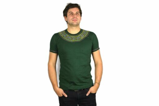 Shipibo Shirt Grün Accai M Modell 1